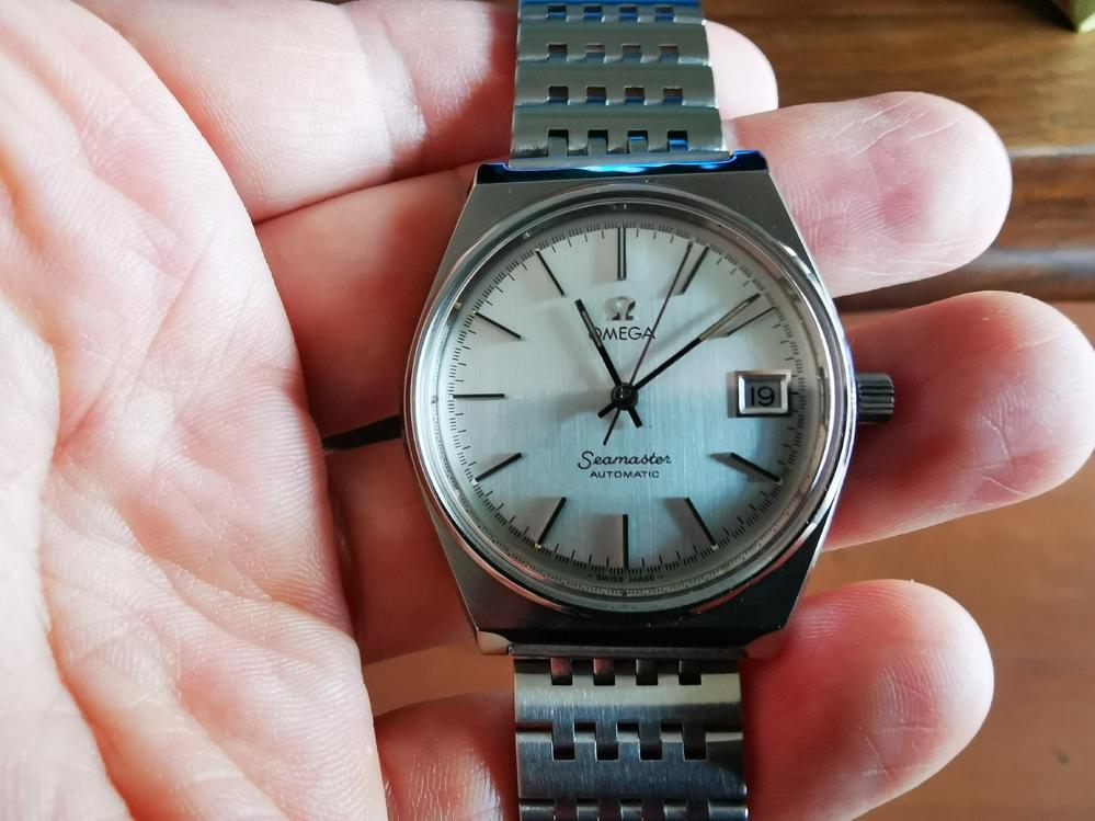 時計に詳しい方教えていただけないでしょうか?写真のオメガシーマスターの型番は何でしょうか?