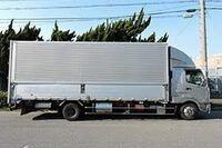 自衛隊の大型免許「自衛隊車両に限る」と言った免許は一般ではどんな車両まで乗れるのですか?この写真くらいのトラックは乗れるのですか?