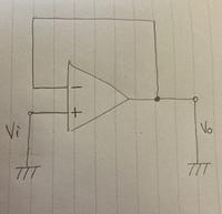 オペアンプの電圧フォロワ回路について質問です。 実習において回路図を作成したのですが画像の状態だと《入力と出力が短絡している》と言われてしまいました。 この回路をどう訂正すれば短絡状態が直るのでしょうか?  回答よろしくお願いします。
