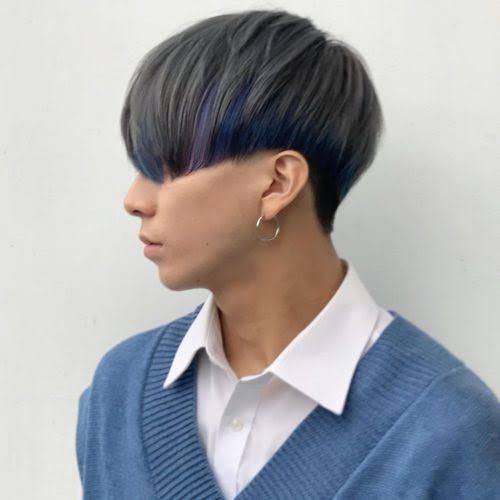 前月縮毛矯正をかけました。 でも、青髪したいです。でもそれは美容院の方に止められました。 かなり痛むことは分かりますが、インナーカラーで次縮毛矯正かける時にインナーカラーの部分をバリカンでそってツーブロックにして痛無ところをなくそうと思ってるのですが、どう思いますか?美容院の方はやってくれるでしょうか? したい髪色は写真のような感じです
