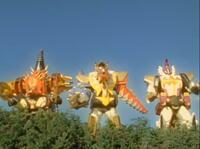 『アバレンジャー5人がダイノガッツを高め、3体の爆竜巨人の体から一斉に放つ爆竜大進撃アタック』 数あるアニメや特撮作品の中で「複数のロボが協力して放つ必殺技」と聞き、思い浮かべたのは何ですか?