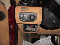 フェラーリ599の内装でダッシュボード一番左下のヘッドライトスイッチの下、ヒューズボックスのフタのパーツ番号を教えてください。 よろしくお願いいたします。