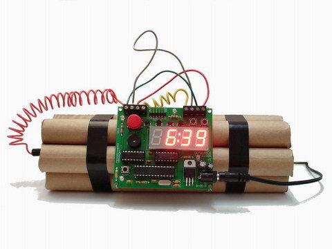 時限爆弾の形の目覚まし時計が売られているサイトやURをわかる方はいるでしょうか? ネタグッズやパーティー用などではなく完全に目覚まし専用のです 見た目はこんな感じです(こんなに派手じゃなくても)