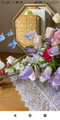 この造花の左上の花は何て言う花でしょうか?