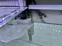アクアリウム初心者です。 テトラオートワンタッチフィルターを買って設置しました。 この黄色で囲った部分が常に濡れているのですが漏電したりしないでしょうか?