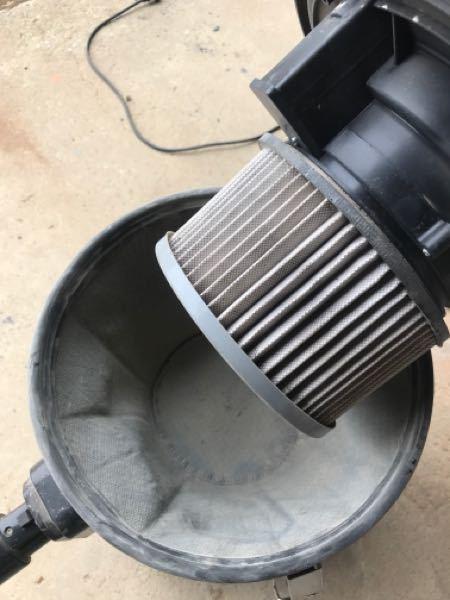 乾湿両用掃除機 倉庫床の土などを吸うと、すぐに目詰まりします。 サイクロンじゃないと、土ホコリとかは無理なんですかね?