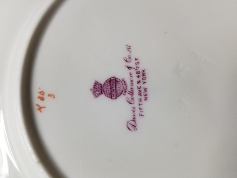 ミントンの食器を昔から持っているのですが、ロゴマークを調べても出てこなくて何年代の物か分かりません。 もし分かる方がいたらお願いします。