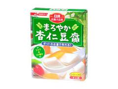 杏仁豆腐の作り方について。 先日、あるレシピを見て杏仁豆腐を作りました。出来上がった杏仁豆腐は、トロトロ、ぷるぷる食感で濃厚な味わいの杏仁豆腐でした、 それはそれで美味しいのですが個人的に、つるんとした食感でさっぱりした味わいの杏仁豆腐が好きです。 以下の分量で作りましたがどう改善すれば理想の杏仁豆腐に近づけるでしょうか??リベンジしたいです。 因みにですが昔日清から販売されていた杏仁豆腐の素は自分好みでかなり好きでした。今はリニューアルされて変わってしまいました。 牛乳350g 生クリーム200g 水160g グラニュー糖60g 杏仁霜(きょうにんそう)40g ゼラチンパウダー8g ゼラチン膨潤用の水50g