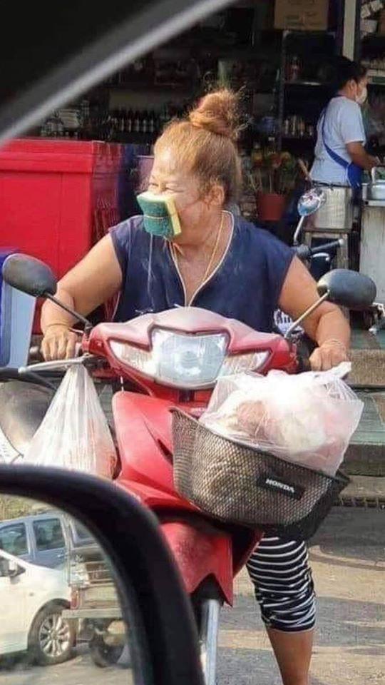 このバイクのメーカーとバイクの名前を教えてください