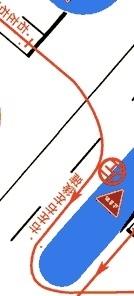 大型二輪の一発試験、交通ルールで分からないことがあるので、どなたか教えていただけませんか? 交差点を曲がる時 ミラー→目視後方確認→ウインカー→3秒→曲がりたい方向に大体50cm以内に寄せる。 ↑これを30m手前までに行っているのですが  添付画像のように30mない場合の手順がわかりません。  直接50cm以内に寄せる→ミラー→目視→ウインカー→曲がる直前で左右後方確認 これで...