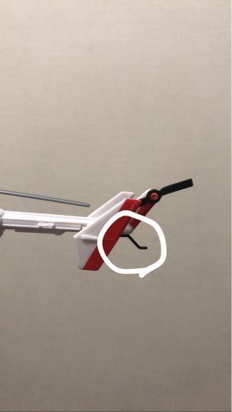 ドクターヘリの模型買ったんですけど、精巧に再現されています。 テールに付いている、この黒色のものはなんと言うものでどう言う役割のものなのでしょうか?