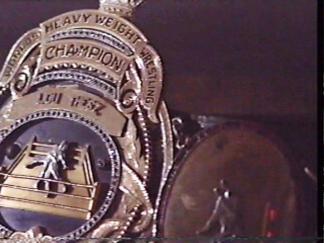 NWAの非主流派がクーデターを起こしてシカゴのインターナショナルアンフィシアターでテーズに勝利したエドワードカーペンティア新チャンピオン ! だが本体のNWAが認めず分裂したとプロレス雑誌に書いてあった ガニアが国際プロレスに参加した時の雑誌取材でAWAの初代チャンピオンは誰ですか?の質問にガニアは「初代はカーペンティアだ!」と言ってました。 ロサンゼルスのWWAとAWAはルーツ的には同じだったのですか?