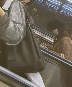 すみません 情報量が少なくて申し訳ないのですが このバッグがどこのバックかわかる方いますか? あるいはこれに似ているバッグがありましたら 教えてください。