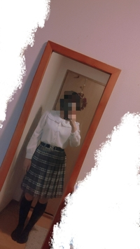 肩幅が広くデブでスカートがほんとに似合いません。(下記写真参考)夏に推しのLIVEがあるのでそれまでに痩せ、肩幅も狭くしたいです。 良い方法あれば教えて頂きたいです。