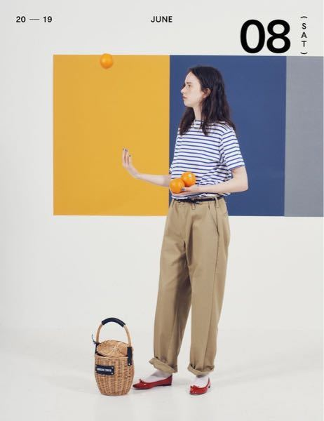 日本ってこういうダボっとしたズボンを履く女性多いじゃないですか? 私はスキニーとかピタッとしたスタイルが好きで、アメリカの人たちが来てる服装がドンピシャに好きです でも日本では夏に短パンにノースリーブとかきてる人ってほぼほぼいなくて着る勇気が出ません 質問なのですがこういうファッションが好きな人ってそれが好きだからですか?それとも脂肪がついた太ももを隠すためですか?教えてください!