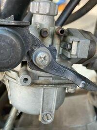APE50(エイプ)のキャブでアイドリングを調整するのはどこを回せばいいのでしょうか?