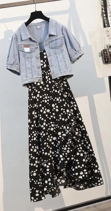 この服はなんのブランドでしょうか? どこで買えるか知っている方がいらっしゃいましたら教えてください!