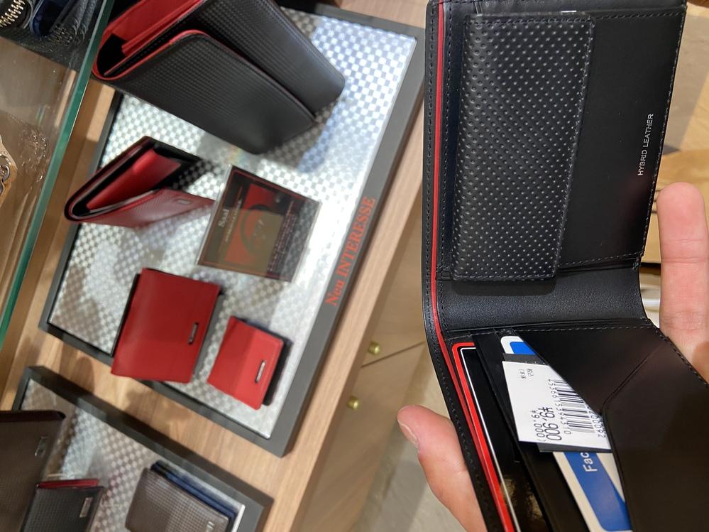 この財布のメーカーわかりますか?
