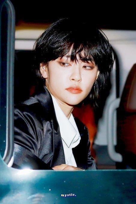 この韓国アイドルの名前が知りたいです。