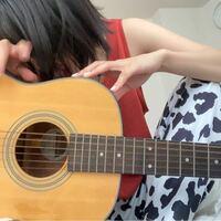 あいみょんが使ってるこのギターどこのメーカーかわかる人いますか?