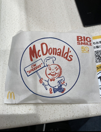 今マクドナルドを食べているんですが、 これって限定のデザインなんですか? 周りの人のドリンクカップもこのデザインでした。