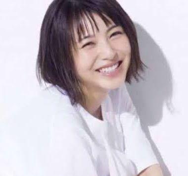 浜辺美波さんのです。 これの元の写真ってなんで調べれば出てきますか?