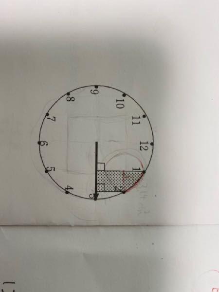 画像の、黒点でマークされた部分の面積の求め方を教えてください。 半径が6センチの時計盤を元にした問題です。 よろしくお願いします。
