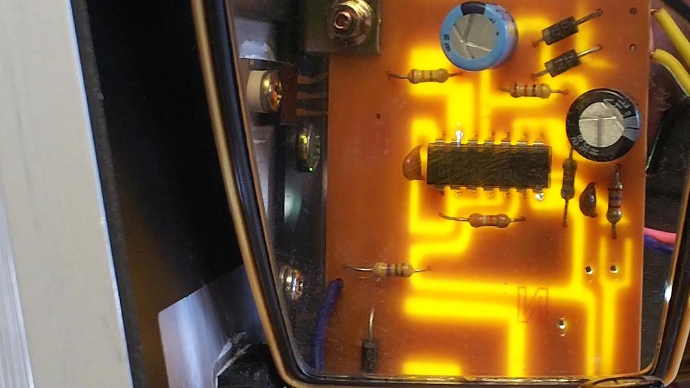 IC(集積回路)JRCが製造した723DAが不具合でパーツを探しています。定電圧安定化電源のコントロール用です。 電子パーツ店等で検索しましたがヒットしません。代替品としてLM723を使用したいので、元の723DAのデータシートhttps://www.jotrin.com/product/parts/723DA の14ピンの接続配置図 Connection diagramが分かれば助かりますどなたかご存知の方宜しくお願い致します(出来れば図解での回答をお願い致します)