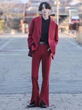 メンズです。 こういう感じの赤のセットアップが欲しいんですけどおすすめのブランドありますか? ぜひ教えていただけると嬉しいです。