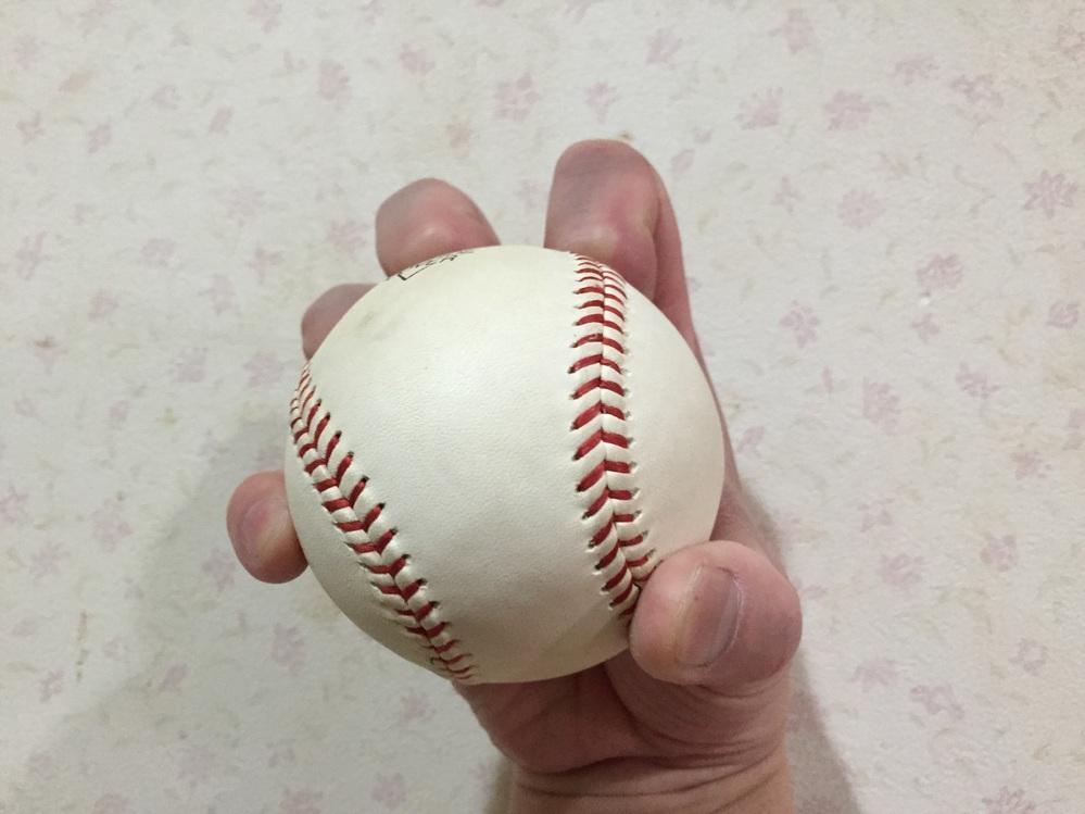 ナックルボールはマスターするのは難しいが不規則に変化するため完璧にマスターすると他に変化球はいらないというのは本当ですか? 私はナックルボールのような遅い変化球ともう一つスライダーのような速い変化球もあれば投球に幅が広がるように思えるのですが。