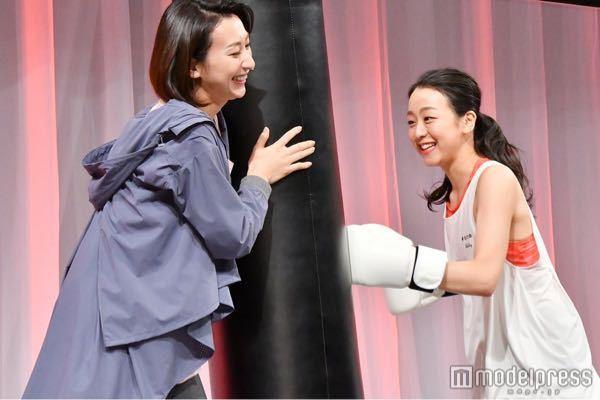 ボクシングには全く詳しくないのですが、下の画像(右の女性)の可愛いボクサーの名前を教えて下さい。 ちょっとボクサーには見えないのですが..... 私は、ボクシングに関しては全くの素人です。