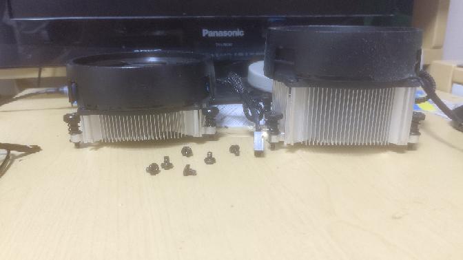 AMDのクーラー右と左どちらが冷えますか?
