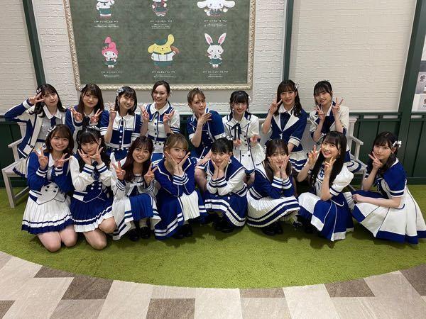 HKT48 後列右から3番目の短い三つ編みで白い服の女の子の名前を教えてください。
