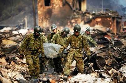 憲法違反だとか、制服を着ての通勤は駄目とか陸上自衛隊は言われても目の前の人を助ける陸上自衛隊員に(陸曹)尊敬の気持ちを保ちましょうって言う方々は危ない方々ですか?
