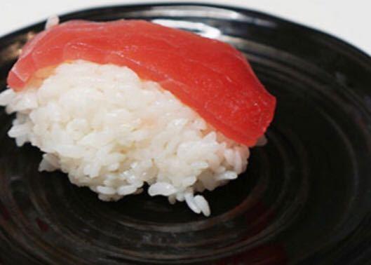 回転寿司屋でバイトしてますが、握り寿司なのに 握りもせず シャリの上に ただ刺身おいてるだけです。 家族連れで 子供が お寿司美味しいというと 可哀想で仕方ないです。 回転寿司は握りってなのる資格ないよな?