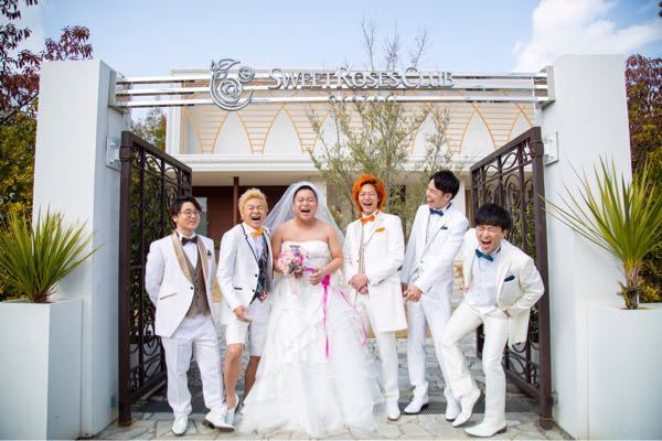 東海オンエア。この画像はいつの写真でしょうか。 結婚式場での撮影??? Twitterなど、...