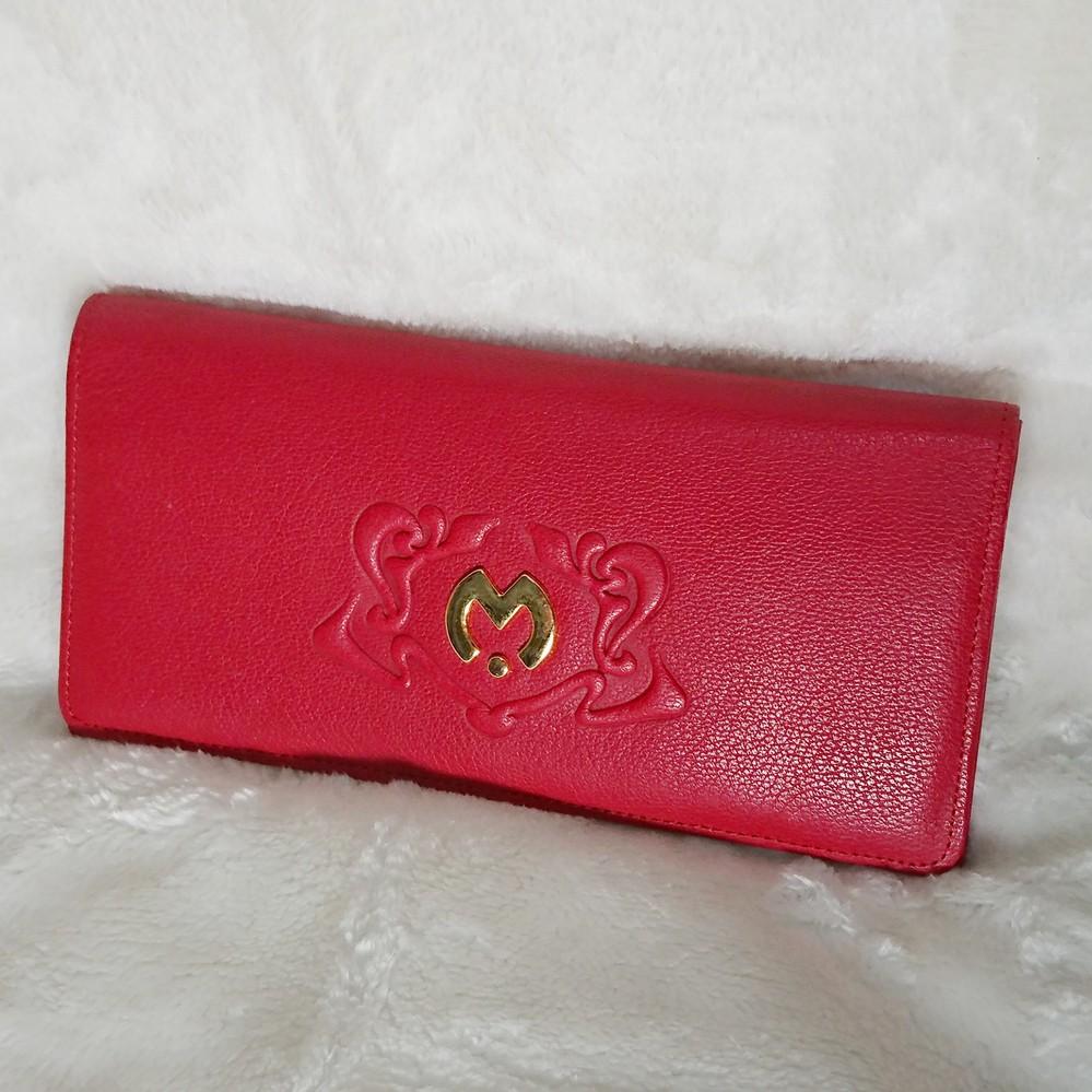 ご教授願います。 この写真の財布のブラント名を教えてほしいです。 よろしくお願い致します。