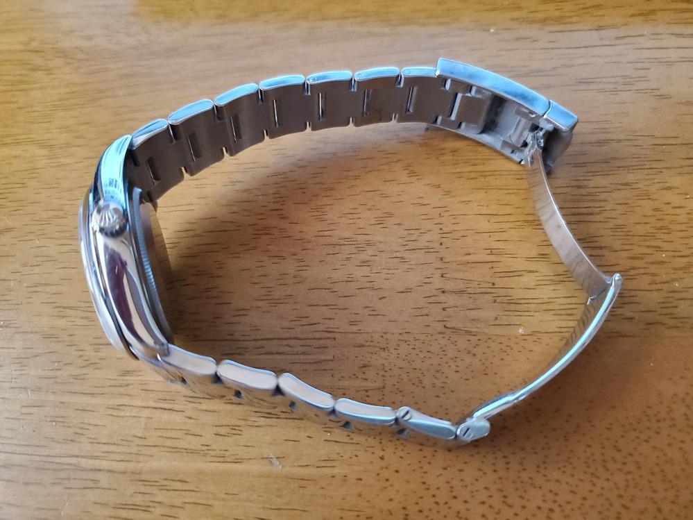 ロレックス デイトジャスト 116200Z番 オイスターブレスについて 写真のような感じですけど、フルコマでしょうか? 12時の方が1コマ少ないような気が??