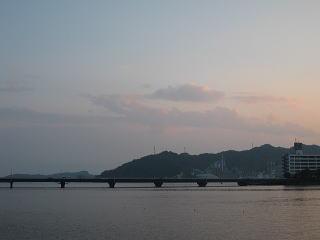 高知県の弘化台の写真右の建物は何だったのでしょうか?今はありませんが、いつなくなったのでしょうか?ネットで調べても出てきません。