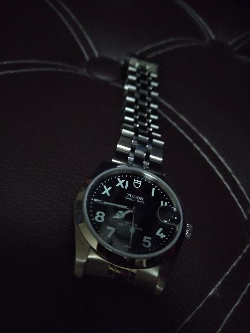 こういった普通には売られていないドンマイナーなTUDOR のユニークダイアルの時計なんてしてたら時計のヲタク丸出しだと思いますか(・_・?)