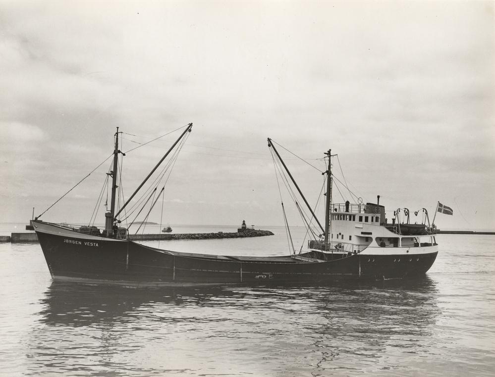 なぜこういう小型貨物船のことを海上トラック(略して海トラ)というの❓