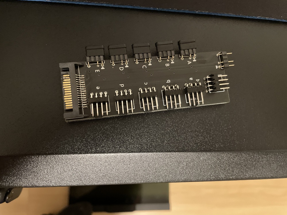 ARGB LED 5分岐 のこれはどこをパソコンのなにに刺せばいいのでしょうか、、、