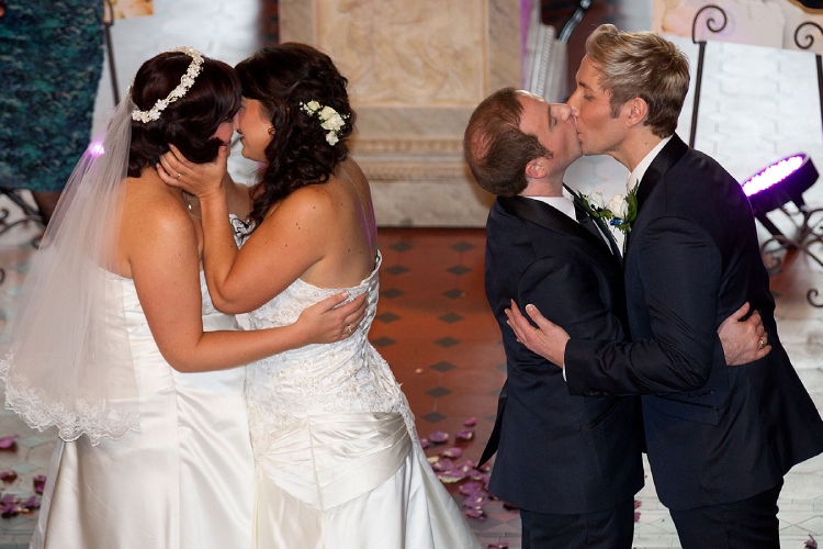 アメリカで同性婚をした二人は第三者に自身の配偶者を何と言うのですか?my spouseを使えますが、my wifeとmy husbandは使えますか?