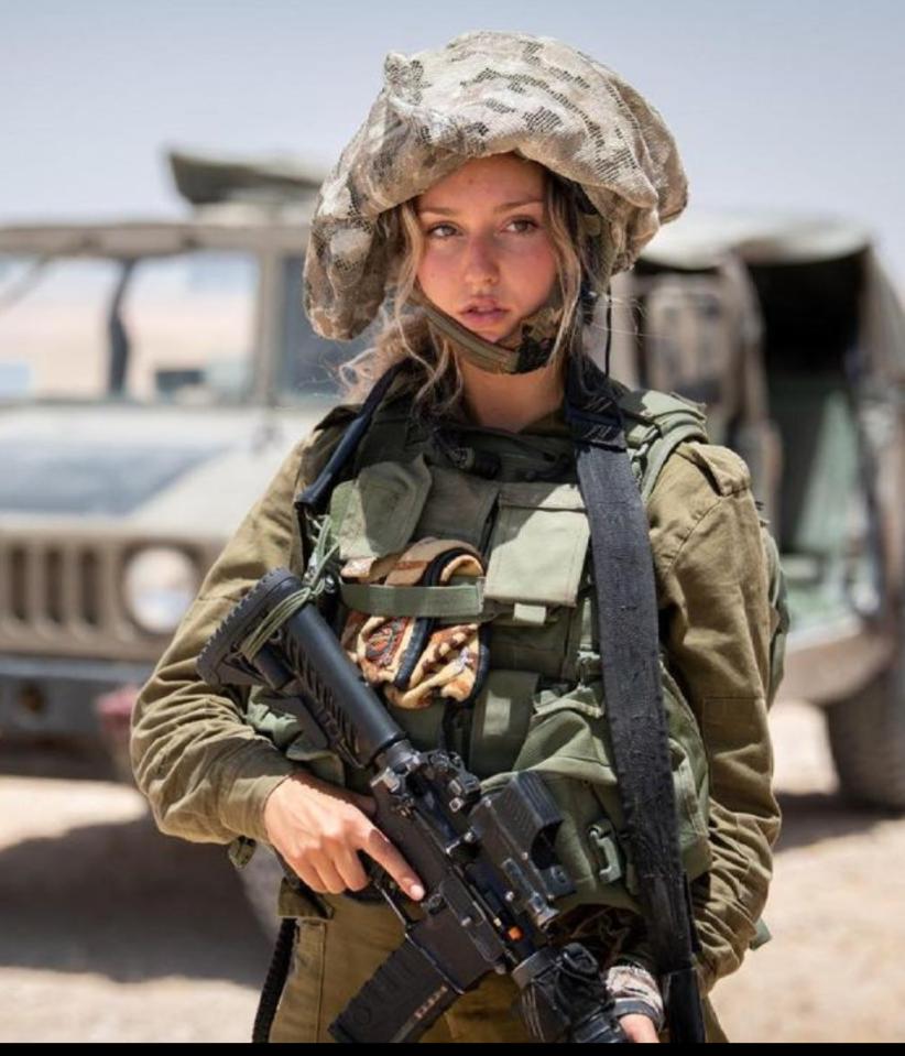 イスラエル国防軍の女性兵士が頭に着けているモコモコはなんですか?