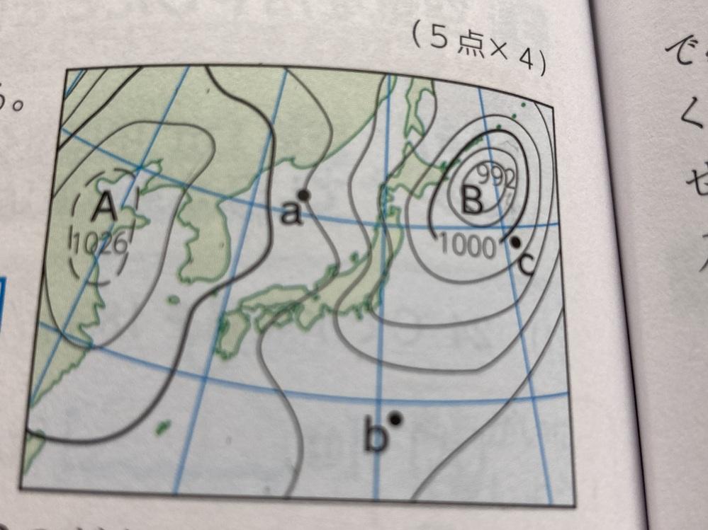この問題でa地点の気圧はなんhPaですか。 という問題があったんですけど右側の低気圧を基準でやると答えは出るんですけどそうなると左側の高気圧の中心が1028hPaになりませんか?どうしたら1026hPaになるんでしょうか.