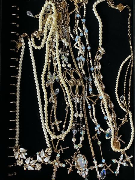 30〜40代でこのネックレスは流石に着けられませんか? ラベルエチュードというブランドで、好みドンピシャなのですが30代に突入したらもう手放すしかないのでしょうか?