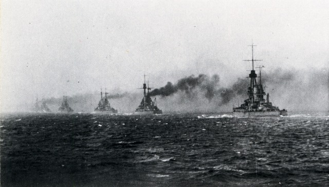 もしユトランド沖海戦がドイツ海軍の大勝利に終わっていたらどうなりましあか? ※かつて日本海軍がバルチック艦隊を完膚無きまで叩き潰したのと同じレベルの戦果を残していたら。戦局に影響はありますか?