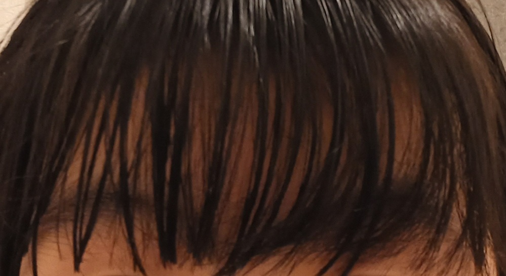 前髪の右の方が写真のようにくねってなってしまうのですが、どうすれば真っ直ぐになりますか?