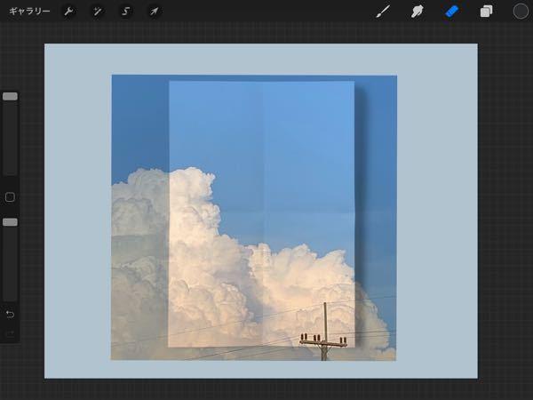 この紙の形通りに余分な空の部分などを切り取りたいのですがどうしたら綺麗に出来ますか?これは紙テンプレのの画像を少し乗算して空の画像を上から乗っけたものです。