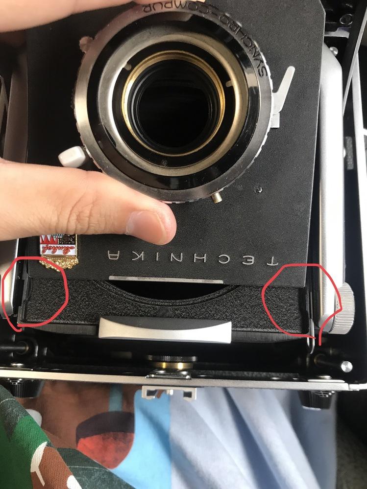はじめて質問します。 4×5大判カメラ リンホフマスターテヒニカのレンズボードの相性についてです。 人物写真が撮りたくてマスターテヒニカとリンホフのレンズボードを購入したのですが、カメラ側ボー...